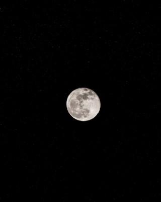 夜空中的明月